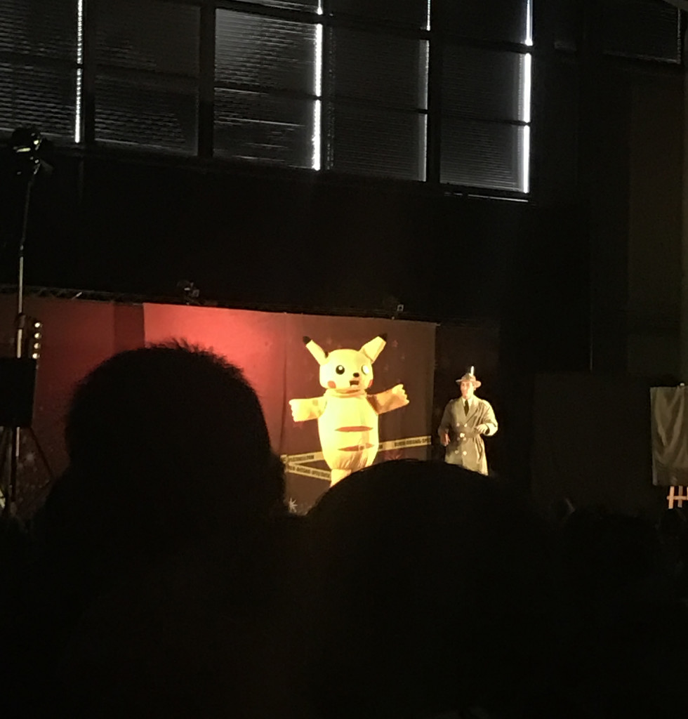 Samedi 17 Décembre 2016 : Arbre de Noël à l'occasion des 40 ans du Père Noël Vert à L'espace des Trois Provinces, à Brive. Le spectacle était superbe, les enfants se sont amusés et ont bien mangés ! De plus, ils ont eu la chance de voir Dark Vador, Cruella, Ratatouille, Pikachu, l'Inspecteur Gadget, le Capitaine Crochet, Dora, Bob Razowski et bien-sûr le Père Noël, qui a offert à chaque enfant un cadeau tout neuf !!